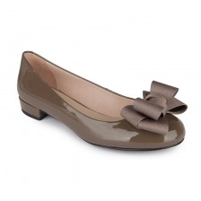 Patent flats with bow detail