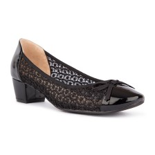 LACE WITH PATENT TOECAP AND BACK COUNTER + SMALL BOW BLOCK HEEL PUMP