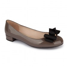 Feature bow patent flats