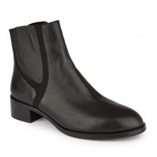 Detailed panel leather chelsea boots